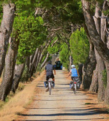 Mit dem Fahrrad auf den Straßen Corbières und Minervois